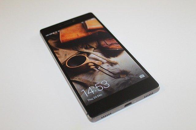 černý telefon